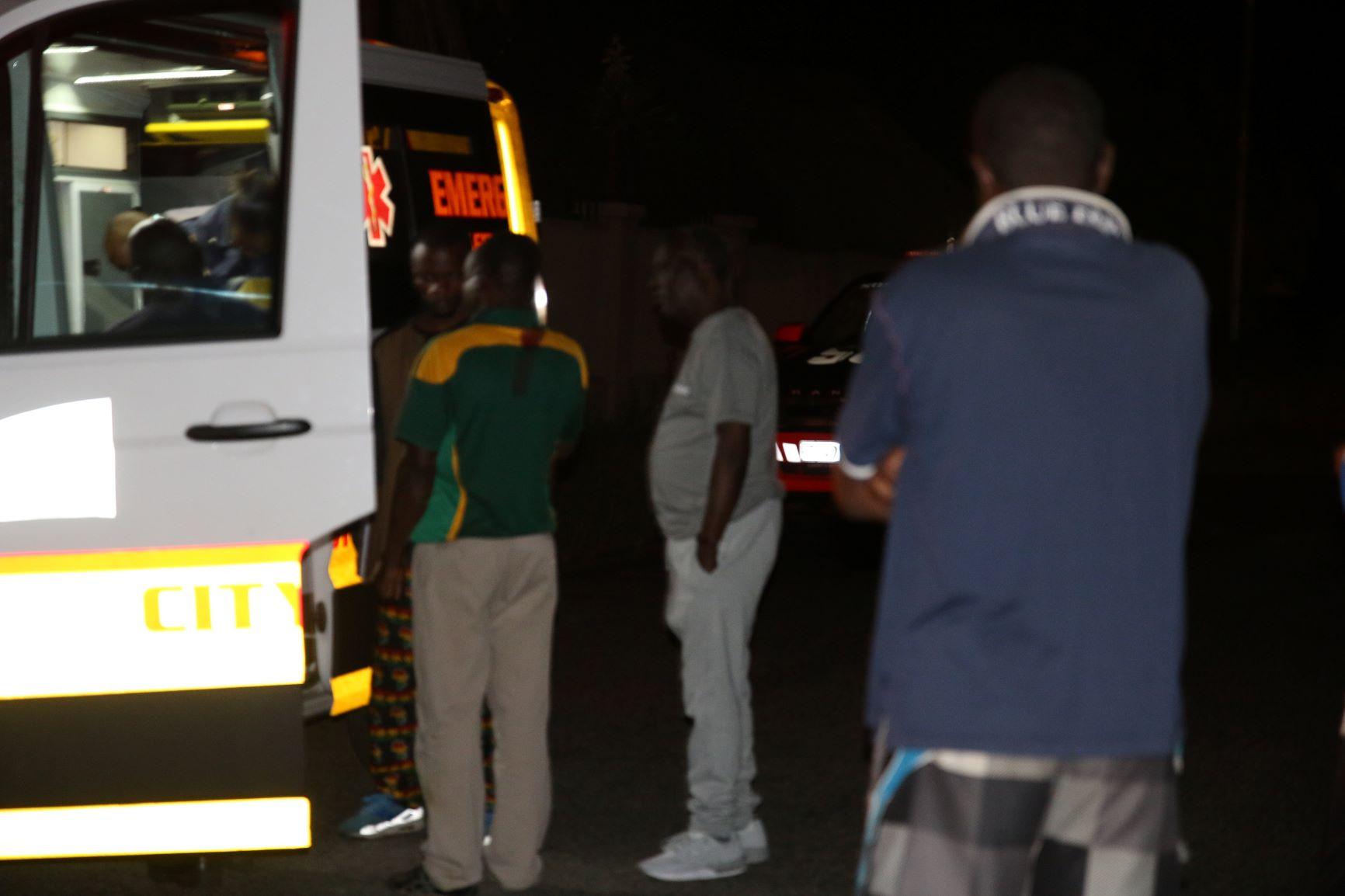 L'ambulance devant la résidence du Prophète à Johannesburg.